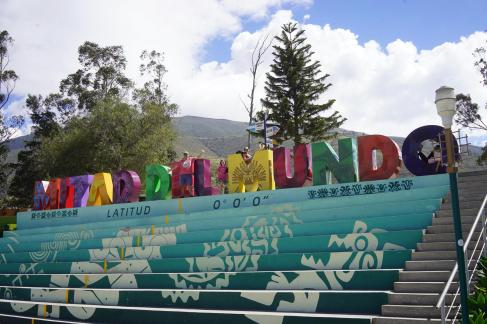 270 Equateur Mitad del Mundo